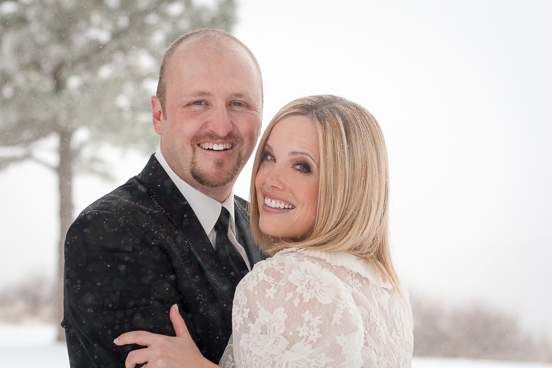 Bride and groom portrait in the snow at the Garden of the Gods Club.