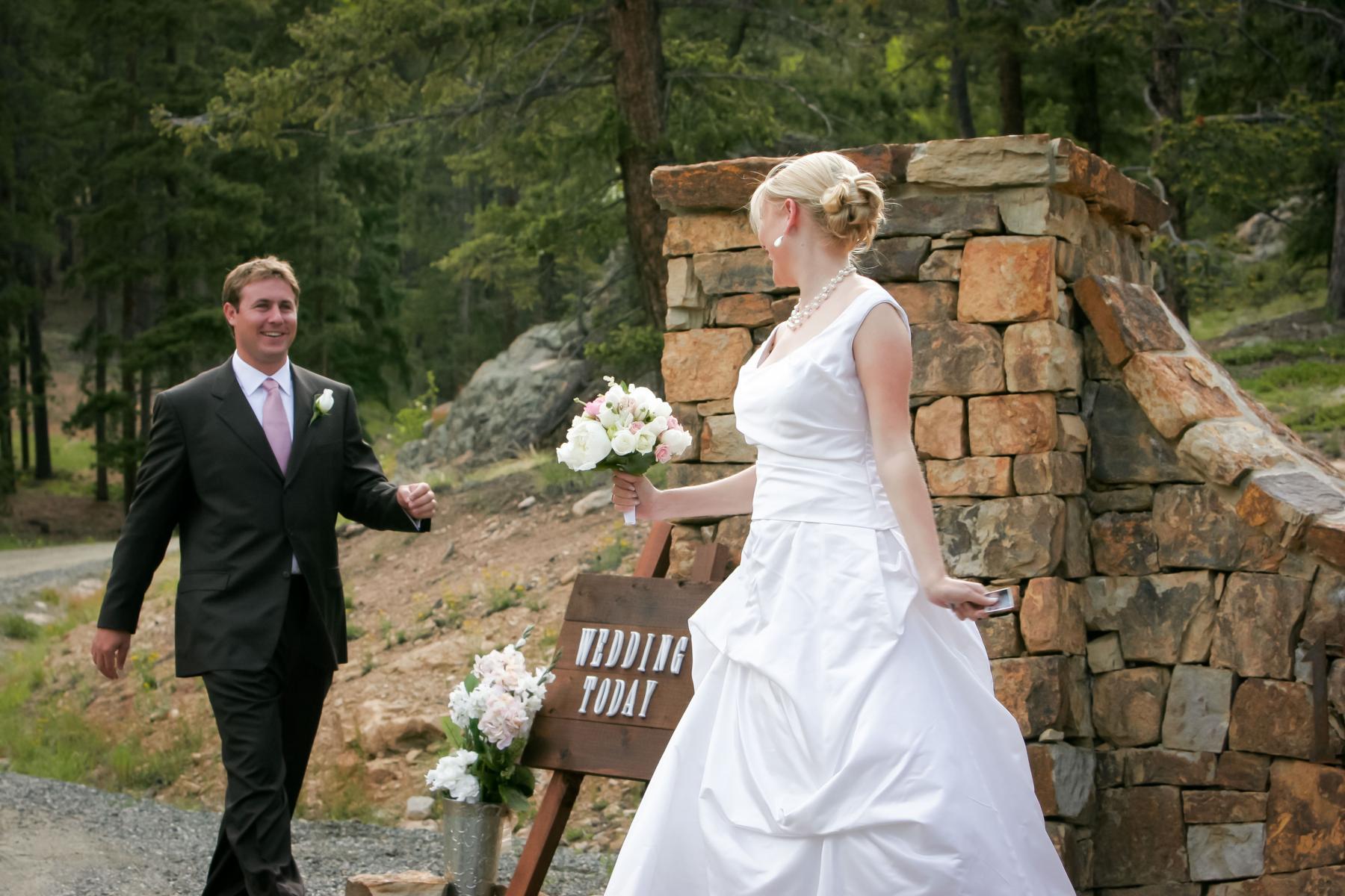 Relaxed backyard wedding in Colorado